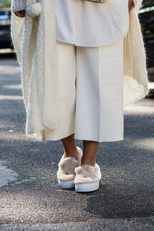 SS16 streetstyle detail white capri trousers white knitted cardigan pillowstep bunny cute white shirt