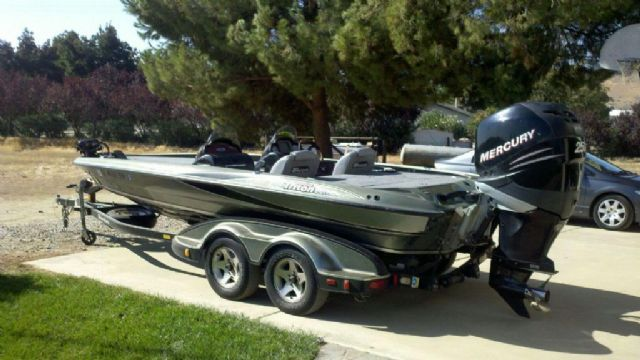 21 feet  2005 Triton TR21X DC Bass Boat , silver/green/black, 300 hours for sale in Exeter, CA