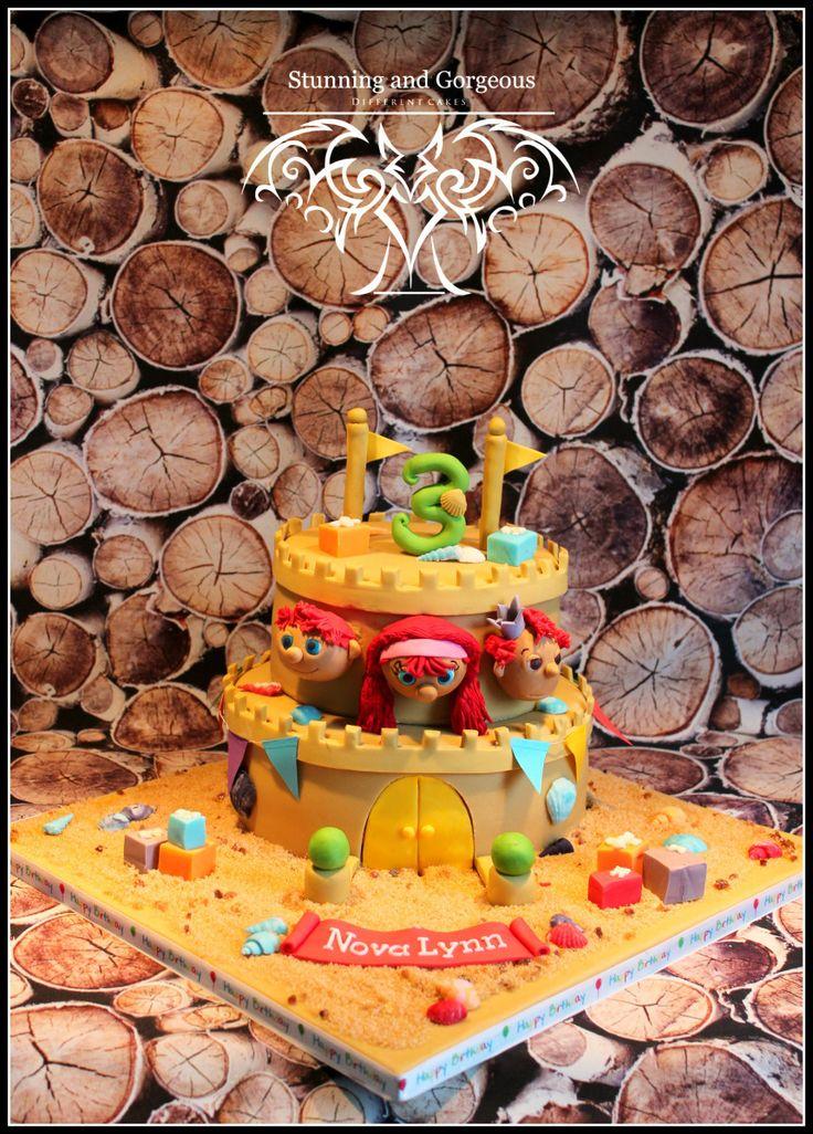 www.stunningandgorgeous.nl Leuke kleurrijke Zandkasteel taart met Sassa, Toto en Koning Koos.