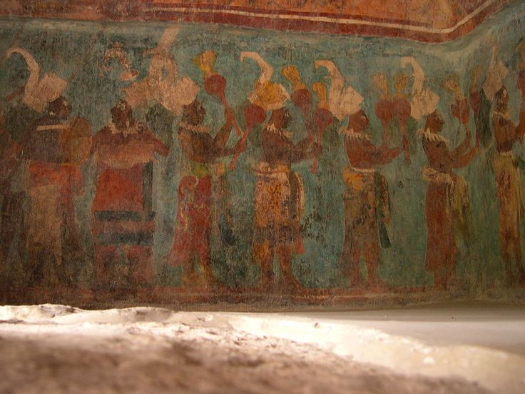 The colorful Bonampak murals, dating from 790 AD, show spectacular scenes of nobility, battle and sacrifice, as well as a group of ritual impersonators in the midst of a file of musicians.