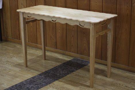アルブル木工教室の下村指導員のブログ「木工教室探検隊」からスマイルテーブルをご紹介。とても手の込んだ作り手の思いのこもった素敵なテーブルです。