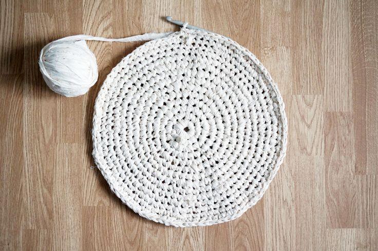 DIY: Braided / Knitted Rug - Matildigt