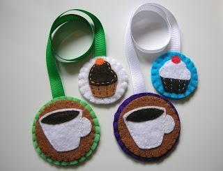 Cosir i fer ampolles: Más puntos de libro de fieltro: tazas de café con pasteles y...cassettes!