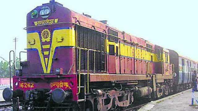 होली में भीड़ को देखते हुए रेलवे ने लिया फैसला, चलेंगी 12 से अधिक स्पेशल ट्रेन