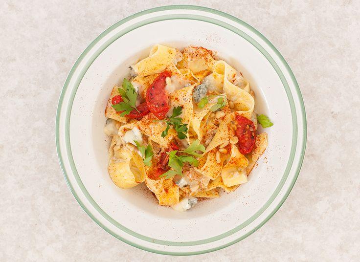 Receptloos: Pasta roomsaus met blauwe kaas en zontomaten