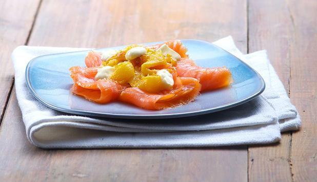 INSALATA DI SALMONE AFFUMICATO, PEPERONI GIALLI E PANNA ACIDA http://www.fiordisapori.it/Ricette/Italia/Antipasto-Insalata-di-salmone-affumicato,-peperoni-gialli-e-panna-acida  Una ricetta di pesce che stuzzica l'appetito ed è velocissima da preparare... Chiara Maci ha studiato un accostamento insolito ma molto gradevole con il Salmone Norvegese!