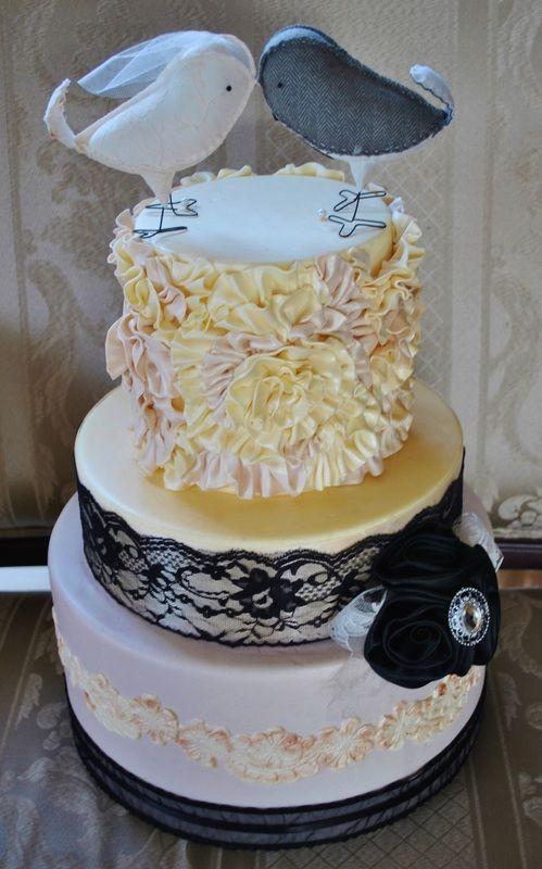 Vintage Chic Wedding Cake #weddingcake #vintageweddingcake #vintage #birdcaketopper #sweetsisterchicsister