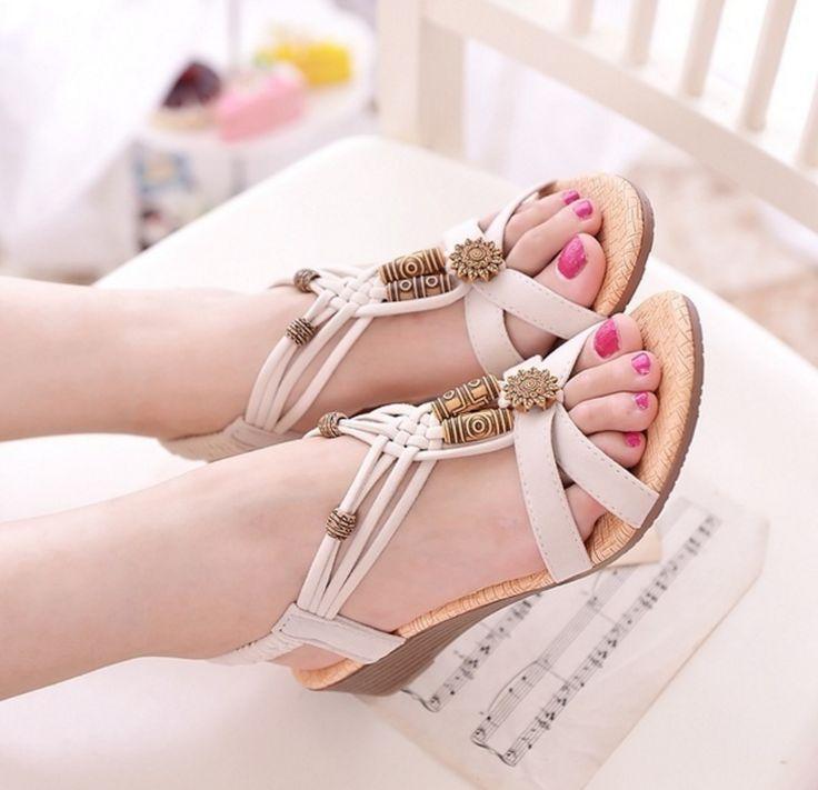 Dámské letní sandály s korálky na podpatku bílé – Velikost 7 Na tento produkt se vztahuje nejen zajímavá sleva, ale také poštovné zdarma! Využij této výhodné nabídky a ušetři na poštovném, stejně jako to udělalo …