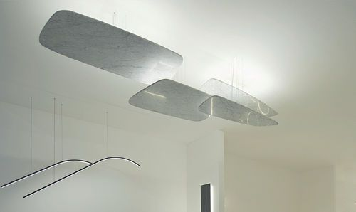 Bougeoir suspendu d'appareil d'éclairage ou de mur fait à partir du marbre avec les lumières à rendement élevé de LED.Créé avec l'élégance à l'esprit, le contour doux de cet élément lui fait un beau, chaud et faisant bon accueil au...