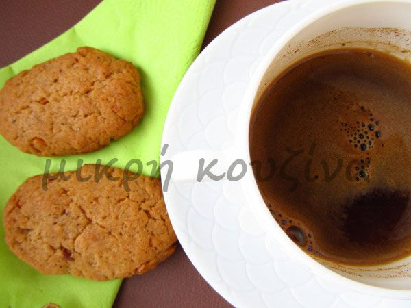 μικρή κουζίνα: Μπισκότα μελιού-αμυγδάλου