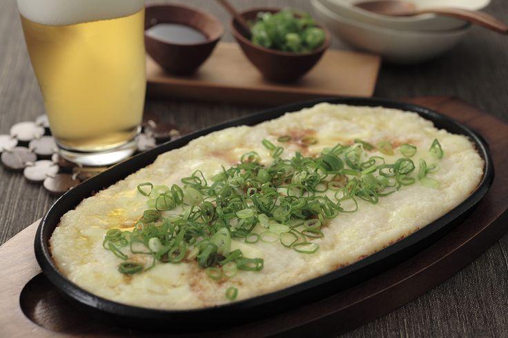 トロトロの長芋のアツアツ鉄板焼き | 溶けたチーズのお焦げがとっても美味!究極の簡単レシピです。