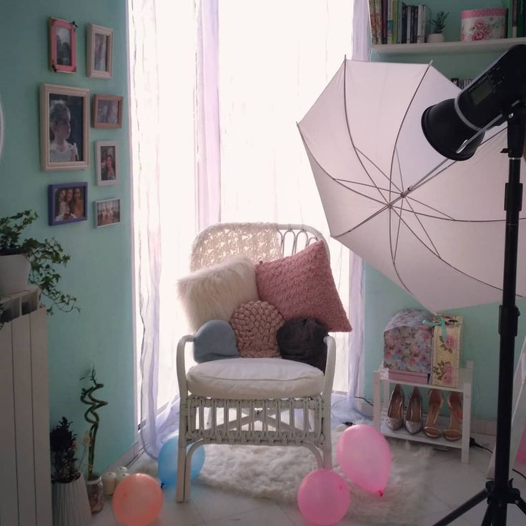 First photoshoot was fun! ✌️🎈📷 #home #homedecor #homedesign #decoration #decor #homestyle #bedroom #instadecor #greecestagram #like4like #athensvoice #girl #interiordesign #design #balloons #flashlight #photography #photoshoot #picoftheday #greecestagram #followme #team_greece #goodnight #flowers #floral #chair #shoes