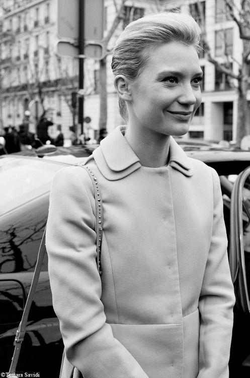 aujourdehui:    A Simple Lifestarring Mia Wasikowska, Paris. Photo Tamara Savidi.