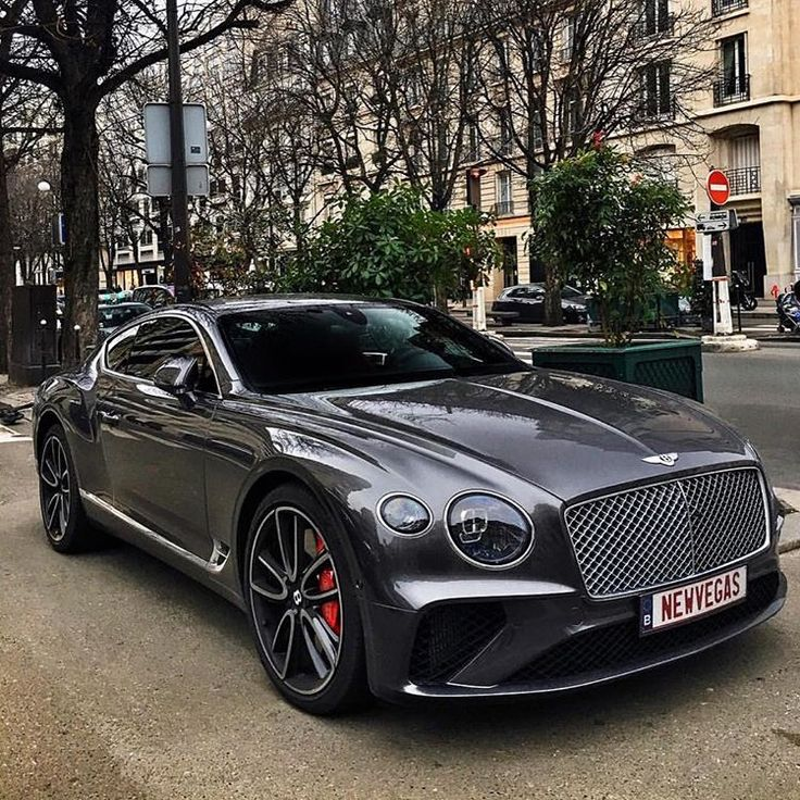 The new Bentley Vegas what do you think? Follow Sir for more – 📷 Matt Magid.r… #Cars