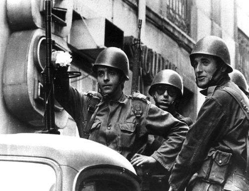 Revolução dos cravos (25 de abril) 1974 - Portugal