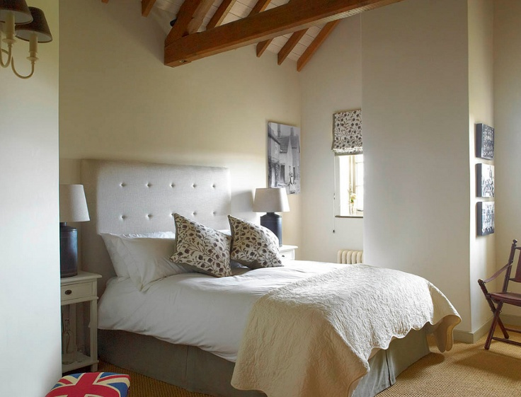 Bid on a selection of luxury prizes in the Boutique de Noel live auction, including a two nights deluxe accommodation for 2 at the Three Daggers Inn in Edington, Wiltshire. The Three Daggers Inn provides style and luxury in their three contemporary bedrooms each with its own unique wow factor. View our Auction & Raffle page for more information and the full list of prizes.