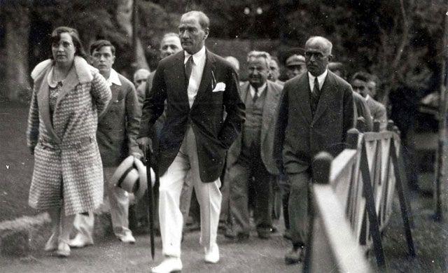 Atatürk Florya'ya giriş yaparken...