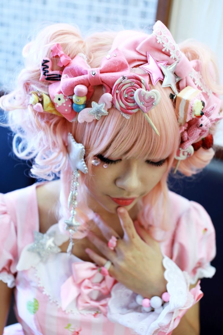Sweet Lolita hair. Lolita fashion began becoming popular in the late 90s, and like the Nagomu style, it has been influenced by music. Sweet Lolita uses pastels, and lots of lace and bows.