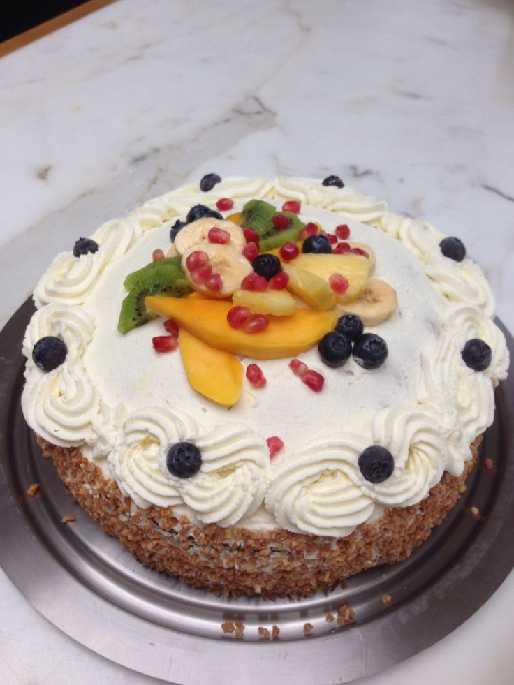 Slagroomtaart met vers fruit