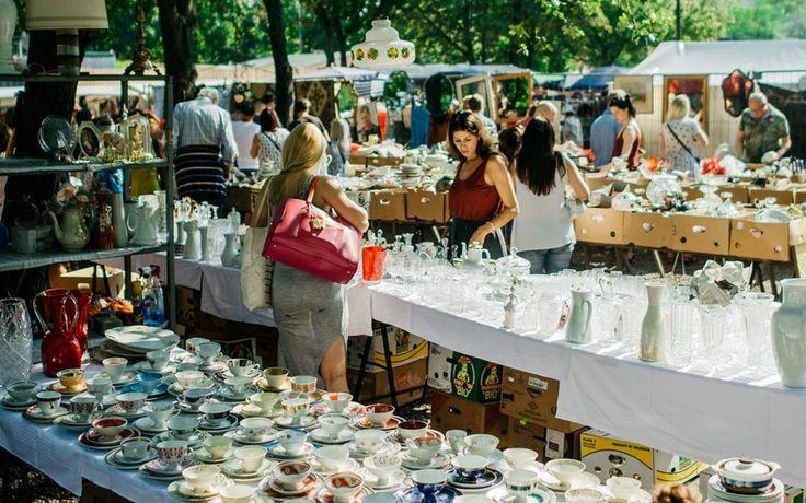 Gebraucht kaufen: Der Flohmarkt am Mauerpark in Berlin ist einer der bekanntesten Trödelmärkte der Stadt.