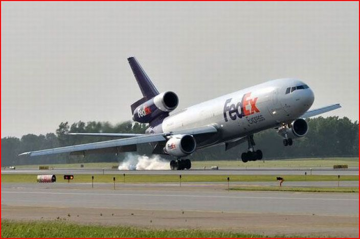 FedEx Boeing MD-10-10 (upgraded McDonnell-Douglas DC-10-10) during a rough landing