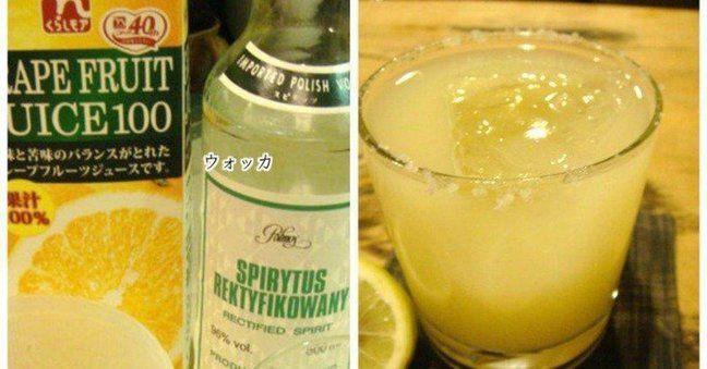 【ソルティドッグ】  味:グレープフルーツのさっぱり感と塩の組み合わせが絶妙なカクテル  シェイカー:不要  材料:  ・ウォッカ  ・グレープフルーツジュース  ・塩  ・氷  ・レモン