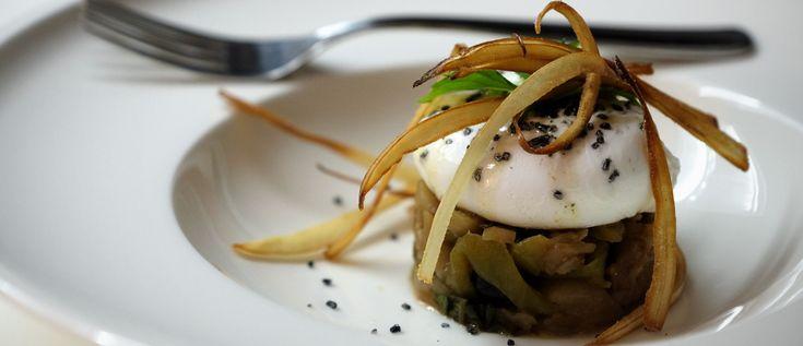 Uovo in camicia con caponata al profumo di menta: ricetta di Mangiare da Dio | Mangiaredadio.it