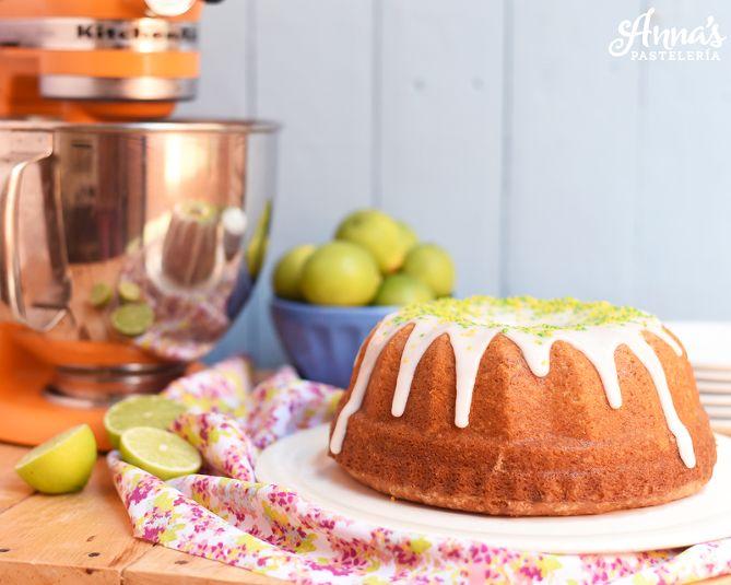 Torta de limón con glaseado de limón, una receta deliciosa y súper sencilla de Anaisa Lopez del blog annas pasteleria - lime cake with lime glaze recipe from www.annaspasteleria.com