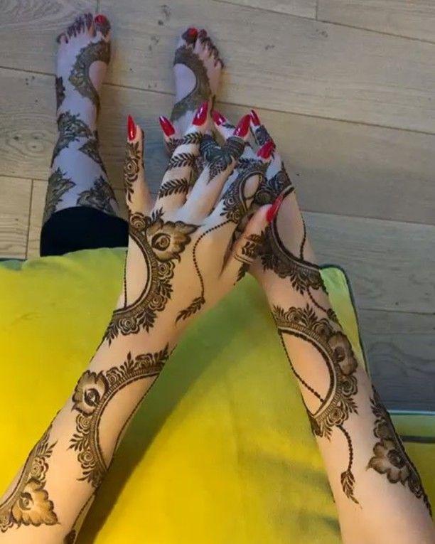 صالون ريان On Instagram شرايكم بنقش فرع دحيل للحجز يرجى الاتصال على الصالون حنه حناء قطر Black Mehndi Designs Cool Henna Designs Khafif Mehndi Design