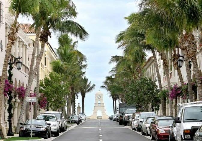 Worth Ave, Palm Beach...looking east towards the ocean