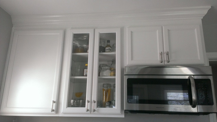 Glass cabinet white cabinets with crown molding our for White kitchen cabinets with crown molding