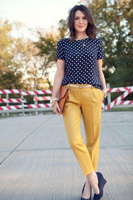 Comentário Fernanda Fuscaldo: Mistura de neutros com charme: Polka dots + mustard pants