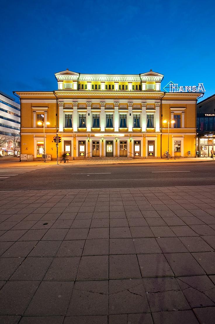 Finlands äldsta teater. Åbo Svenska Teater, den enda svenskspråkiga professionella institutionsteatern i Åboland representerar historiska och kulturella värden i vår region och hela landet    http://www.abosvenskateater.fi/sv/press/pressbilder/