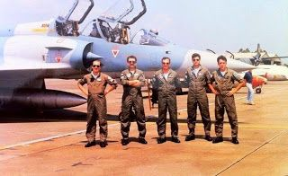"a-special-edition: Όταν οι Έλληνες πιλότοι ""έσπασαν"" τα τζάμια της Σμ..."