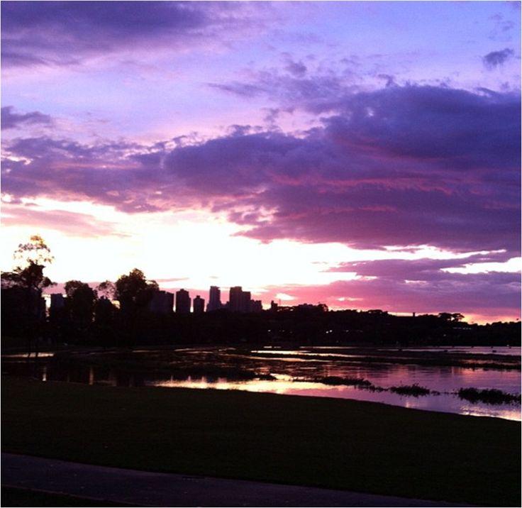 Pôr do sol no parque Barigui - Curitiba / Paraná.