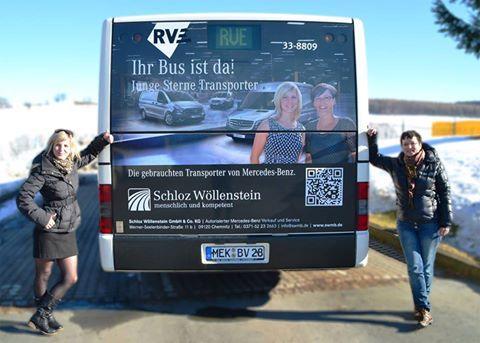 Schon gesehen? Auf der Annaberg-Freiberg-Magistrale fährt dieser schicke Linienbus mit unseren beiden Transporterinnen Alexandra und Silke spazieren.