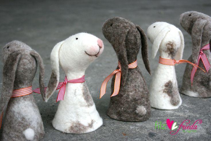 Osterdeko - niedliche Eierwärmer: Hannah und die Hasenbande... - ein Designerstück von Filzfrieda bei DaWanda