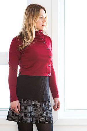 Jupe jacquard domino et boléro attachant bordeaux. Offerte en 3 motifs (arlequin, alibaba et domino), il est intéressant de combiner cette jupe au prix alléchant avec tous nos tops! Elle est très jolie avec notre boléro attachant, notre chandail douillet et notre veste idéale! www.rienneseperd.com