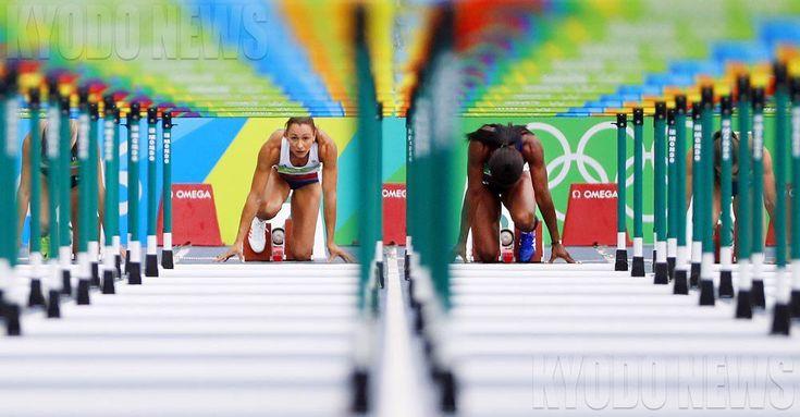 """共同通信写真部さんのツイート: """"#陸上 女子七種競技で #ハードル の先をじっとみつめる英国のジェシカ・エニスヒル選手(左) #オリンピック #rio2016…"""