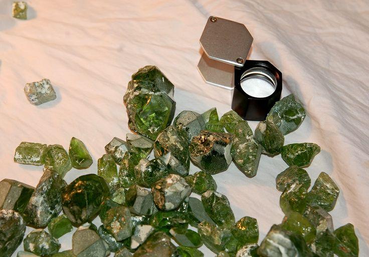 Неограненный хризолит #peridot, loose #gemstone, #gems, #gemology