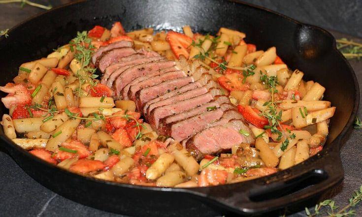 Spargel-Erdbeer-Salat mit dry-aged Roastbeef | BBQPit.de