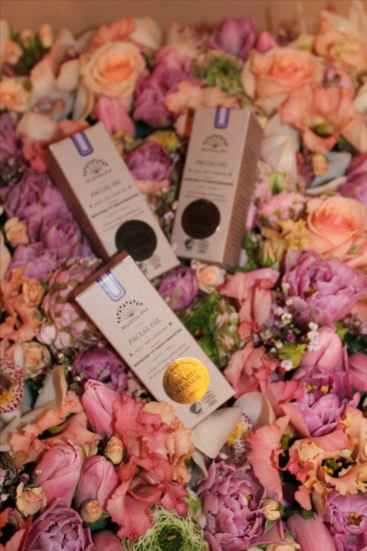 De Denen houden van #cosmetica zo puur en natuurlijk mogelijk #rudolph #award #winner #acai #anti-aging #meetthedanes #flowers