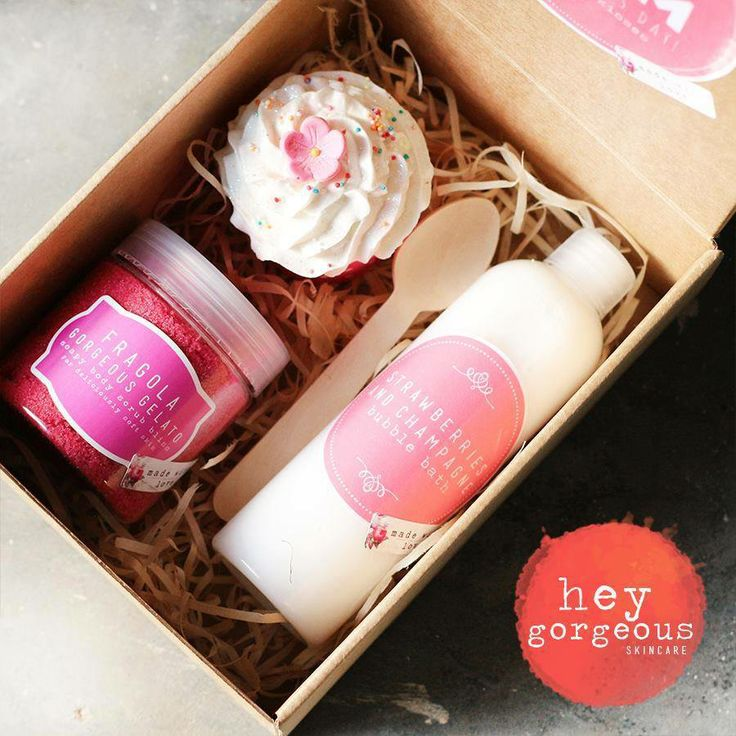 Looking for a gift for someone special or for Mothers Day..? Our Sweet Bath Time Gift Set includes our Gorgeous Strawberry Gelato Body Scrub, a yummilicious Cupcake Bath Bomb and a bottle of our amazing Strawberries and Champagne Bubble Bath. Comes beautifully gift boxed with a customisable label