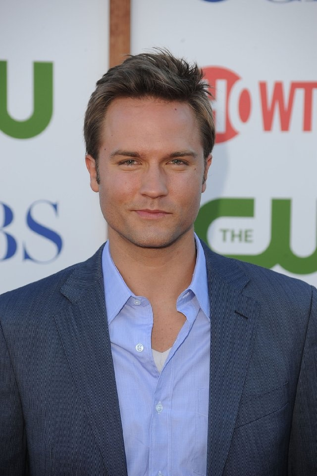 Scott Porter, plays George Tucker on Hart of Dixie, also played Blake Calamar on The Good Wife, and Jason Street on Friday Night Lights