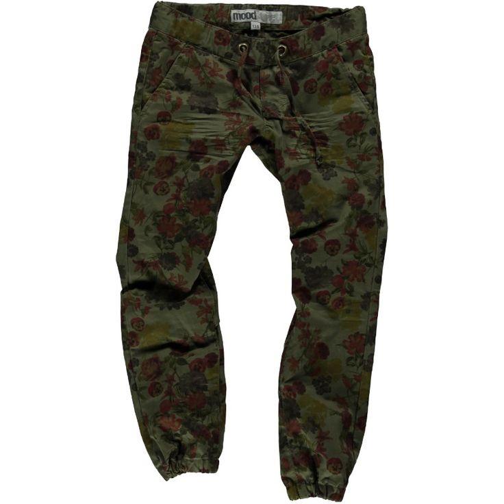 Een leger broek in groen natuurlijk maar dan met bloemen zoiets kan alleen maar moodstreet verzinnen toch! Helemaal geweldig, daar te koop bij Kidz www.kidzwebshop.be