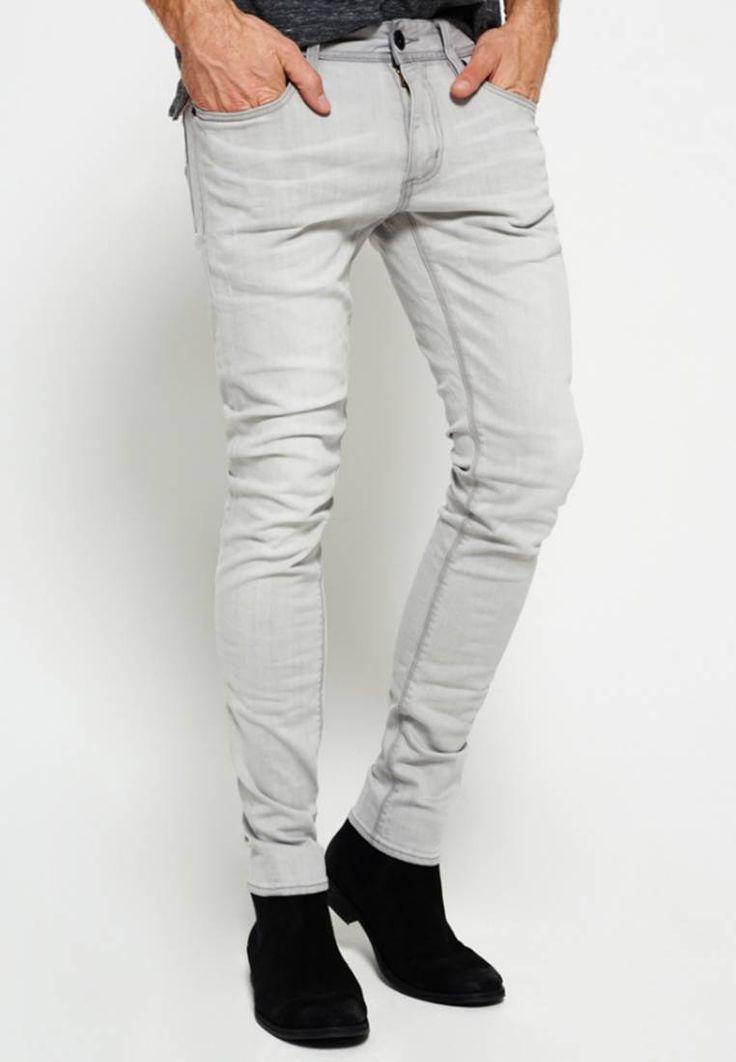 Superdry. Jeans Skinny Fit - grey. Materiaal buitenlaag:94% katoen, 5% elastomultiester, 1% elastaan. Pasvorm:nauwsluitend. wasvoorschrift:niet geschikt voor de droger,machinewas tot 30°C,programma voor fijne was. broekzakken:achter...