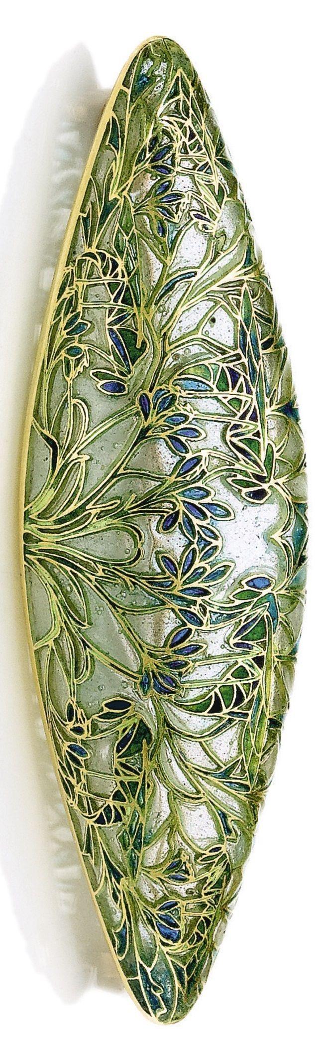 René Lalique - An Art Nouveau gold and plique-à-jour enamel brooch, 1904-06. Depicting grasshoppers in branches. Signed. 6.7 x 2.2 cm. #Lalique #ArtNouveau #brooch