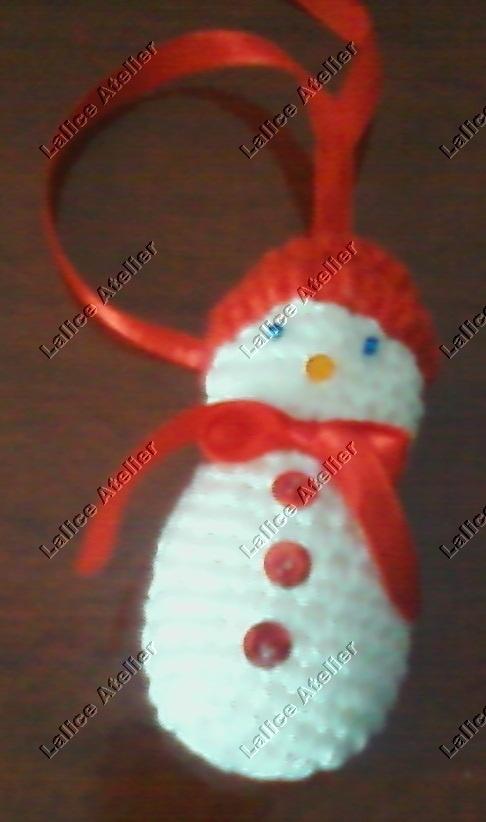 Boneco de neve em crochê para enfeitar sua árvore. Tamanho: 8 cm. Em estoque #natal #boneconeve #crochê #christmas