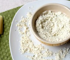 Easy homemade sour cream and onion mix.  This is so fast to make and is way healthier than seasoning mixes you find at the store! - www.homemadenutrition.com