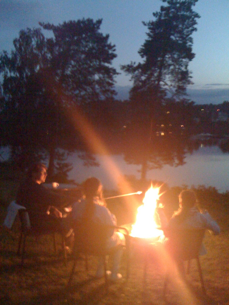 One of my summer favourites: Preparing s'mores by the bonfire! :)
